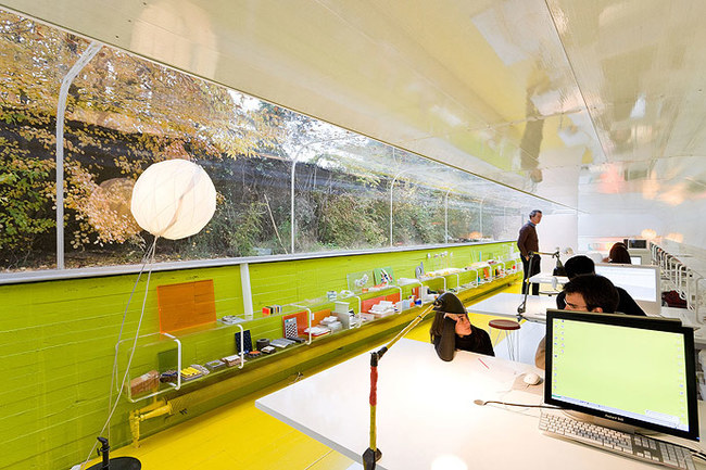 14095584426272 desktop 1406832030 These cool office designs can make even the dullest task fun!