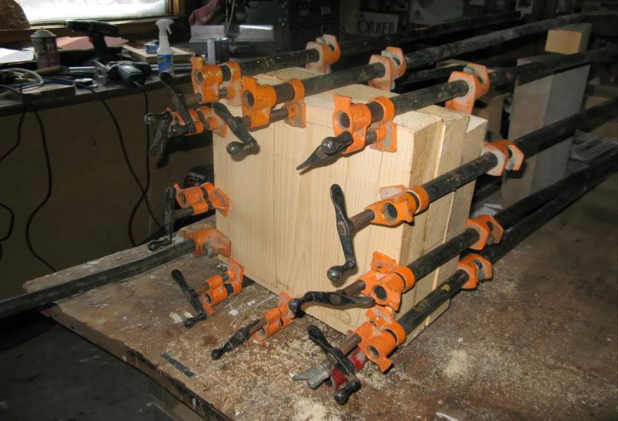 14095586307107 realistic wood sculptures box of cash randall rosenthal 1 How Randall Rosenthal Turned Some Wood Into A Box Full Of Cash